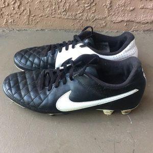 Boys Nike Tiempo Soccer Cleats size 4Y